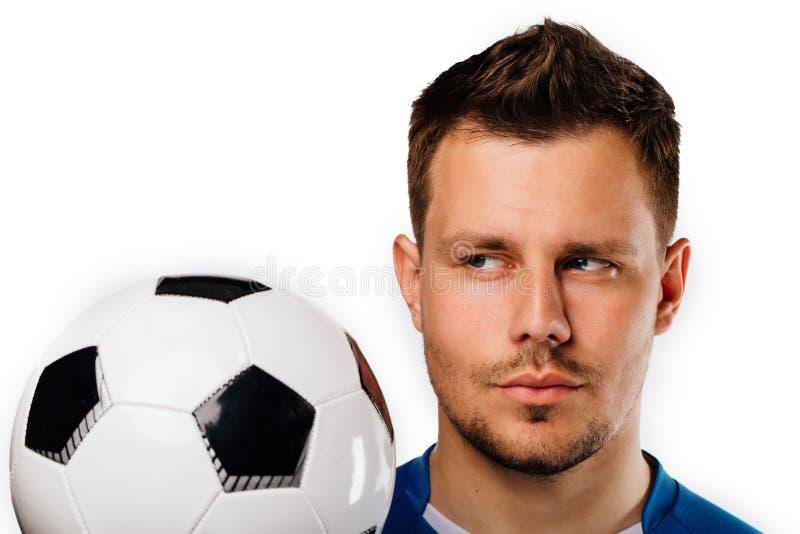 Zakończenie portret młoda przystojna gracz futbolu piłka nożna pozuje na bielu odizolowywającym obraz stock