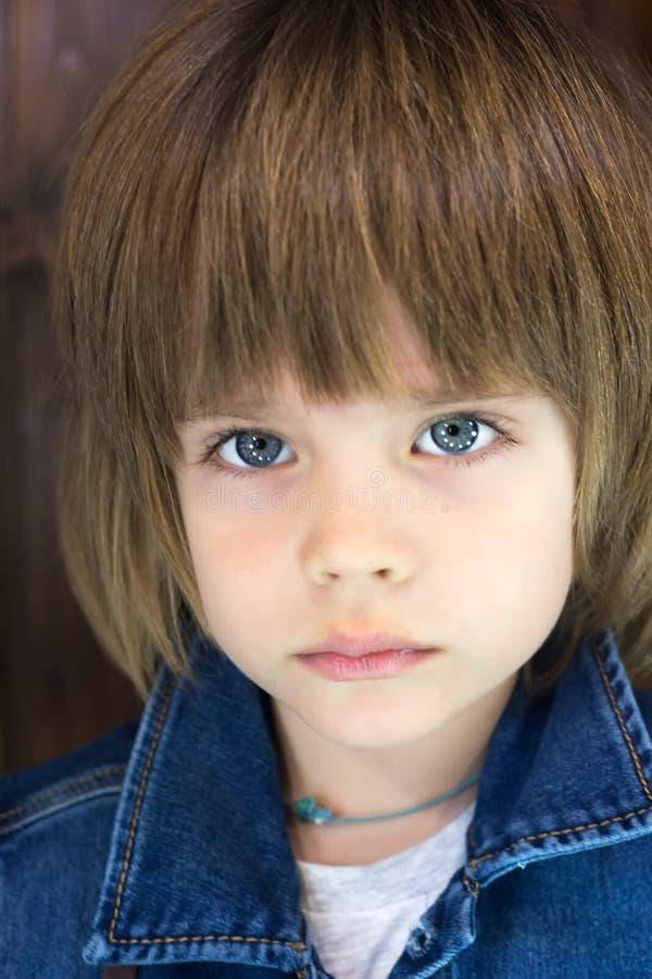 Zakończenie portret wspaniały piękny chłopiec cztery lat obrazy royalty free