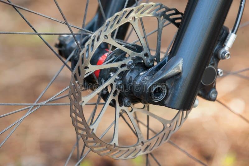 Zakończenie roweru górskiego frontowy koło zdjęcie stock