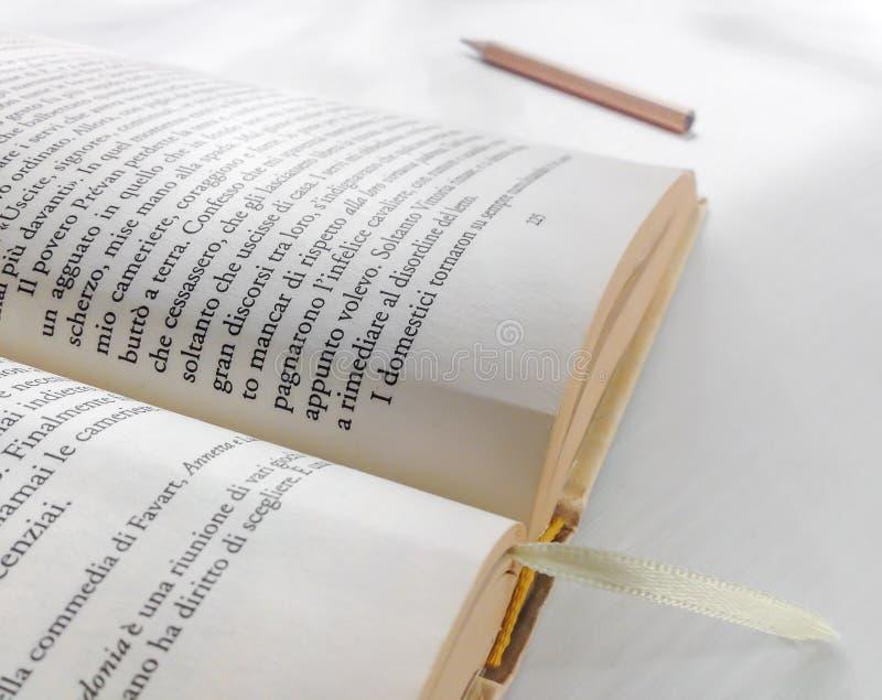 Zakończenie rozpieczętowana książka zdjęcia stock