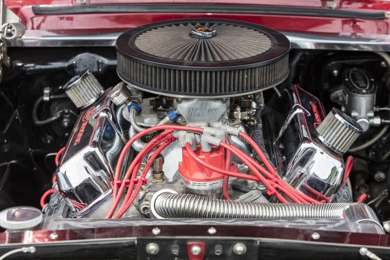 Zakończenie Samochodowy ` s silnik, Amerykański Klasyczny samochód zdjęcia stock
