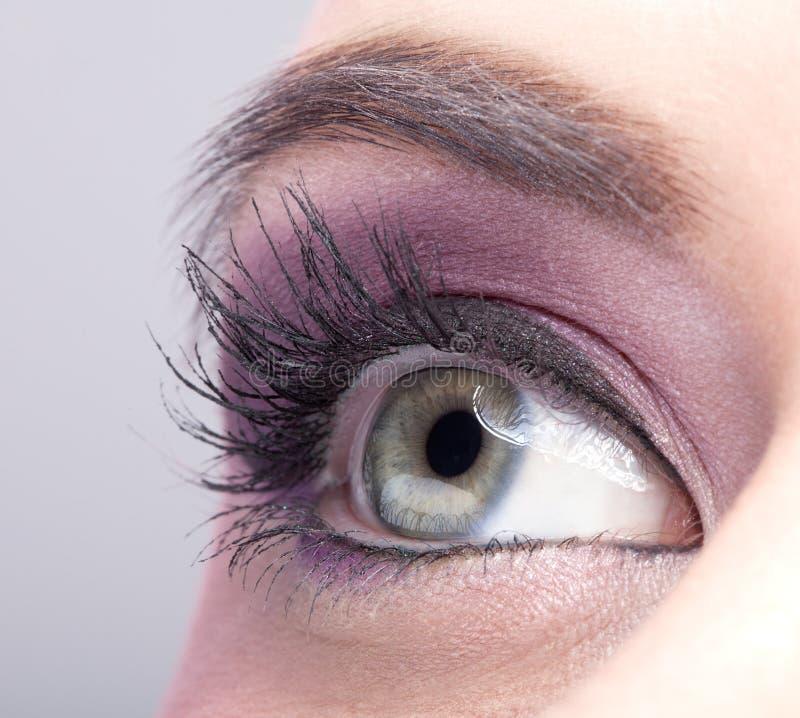 Zakończenie strzał żeński oko makijaż obrazy stock