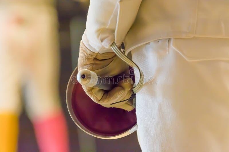 Zakończenie trzyma folię fencerr zdjęcie stock
