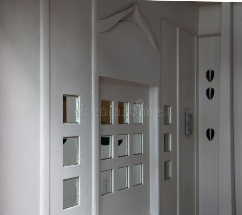 Zakończenie up dekoracyjne szkło intarsje w wejściowej sala przy Glasgow szkołą sztuka budynek, Szkocja UK fotografia royalty free