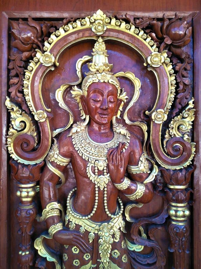 Zakończenie up handcraft deseniowego tajlandzkiego styl robić drewniany dla dekoracyjnej drzwiowej świątyni Thailand zdjęcia royalty free