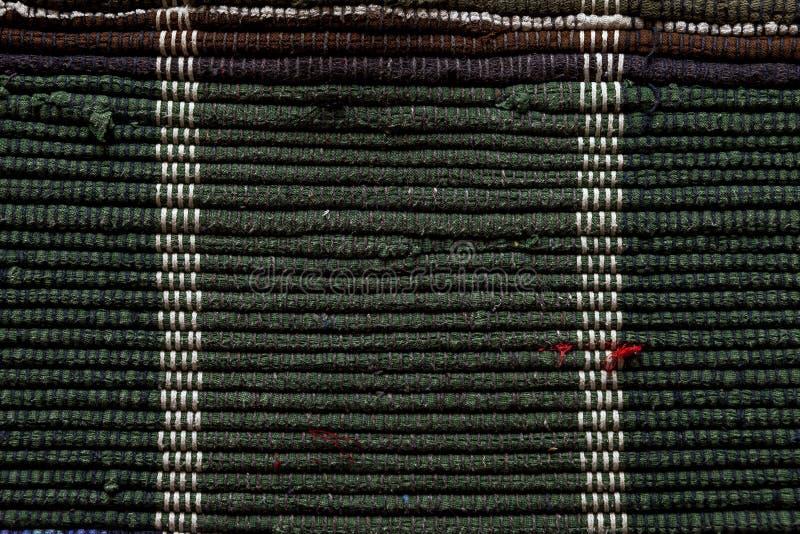 Zakończenie up podłogowy dywanik robić z przetwarzających łachmanów zdjęcia stock