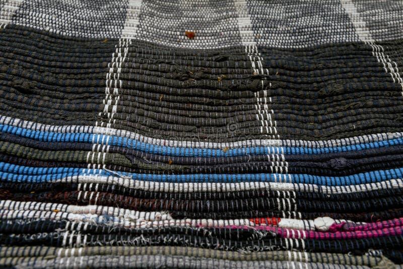 Zakończenie up podłogowy dywanik robić z przetwarzających łachmanów obraz stock