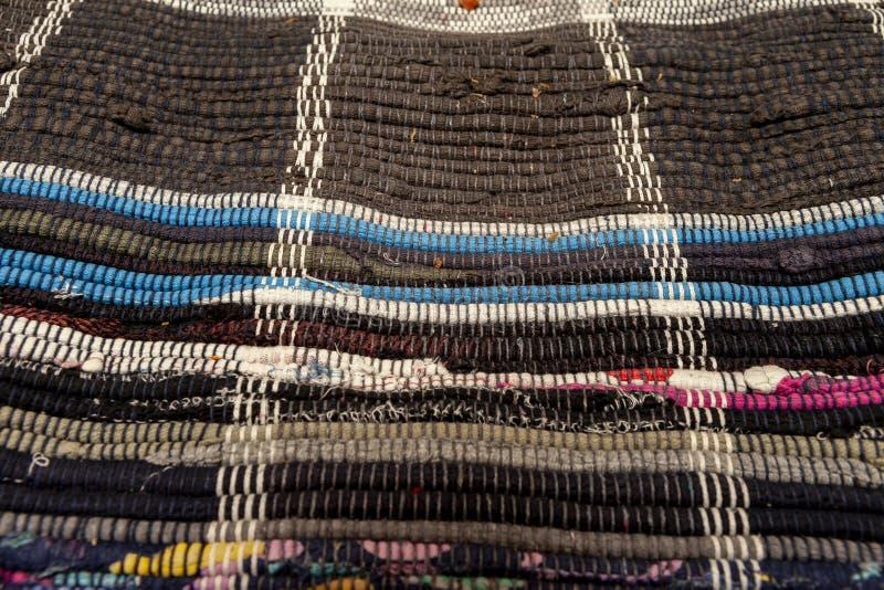 Zakończenie up podłogowy dywanik robić z przetwarzających łachmanów obrazy stock