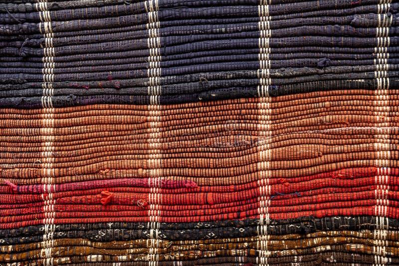 Zakończenie up podłogowy dywanik robić z przetwarzających łachmanów obrazy royalty free