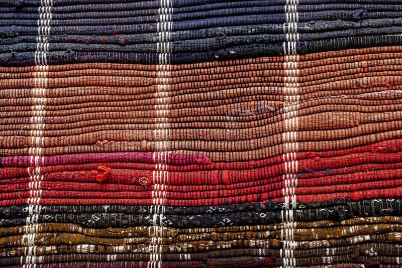 Zakończenie up podłogowy dywanik robić z przetwarzających łachmanów fotografia stock