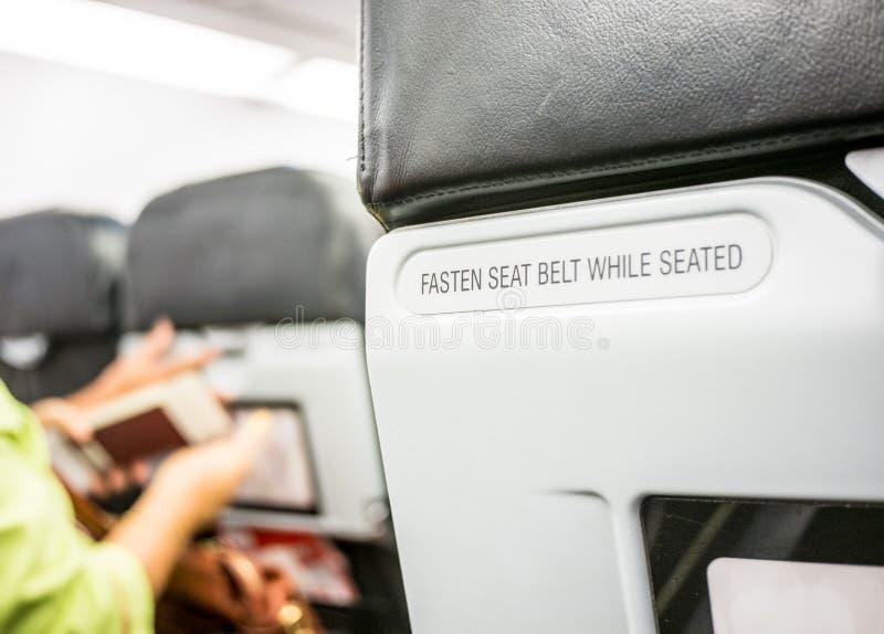 Zakończenie up przymocowywa pas bezpieczeństwa przy backrest na samolocie zdjęcia royalty free