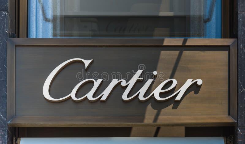 Zakończenie w górę Cartier butika podpisuje wewnątrz alei des czempionów Elysees zdjęcie royalty free