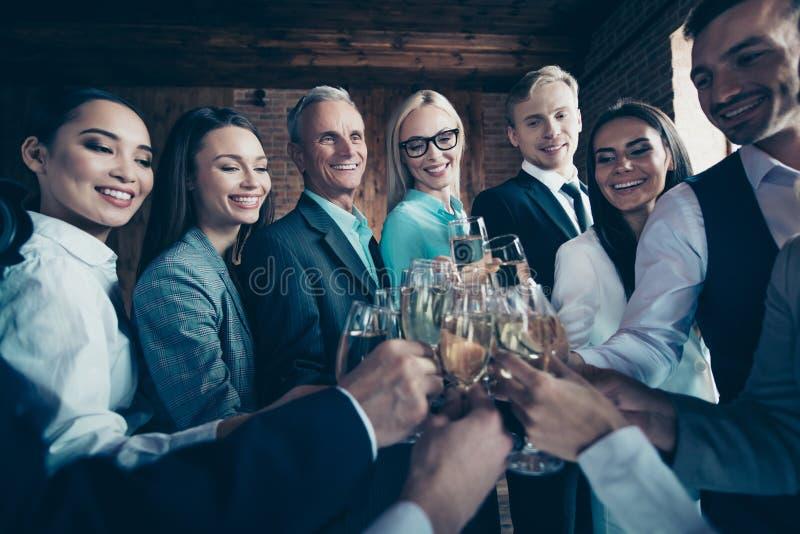 Zakończenie w górę fotografii różnorodności wieka rasy członek zaspołu różnego wakacje ludzie biznesu ona ona on on jego firma ch zdjęcia stock