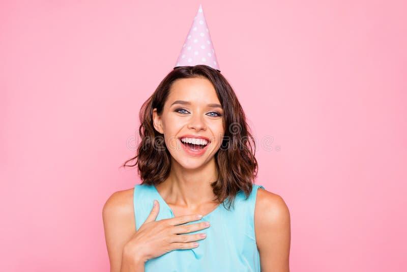 Zakończenie w górę fotografii zadziwiający pięknego jej damy atrakcyjnego ładnego pojawienia nakrętki urodzinowa głowa hooray słu fotografia stock