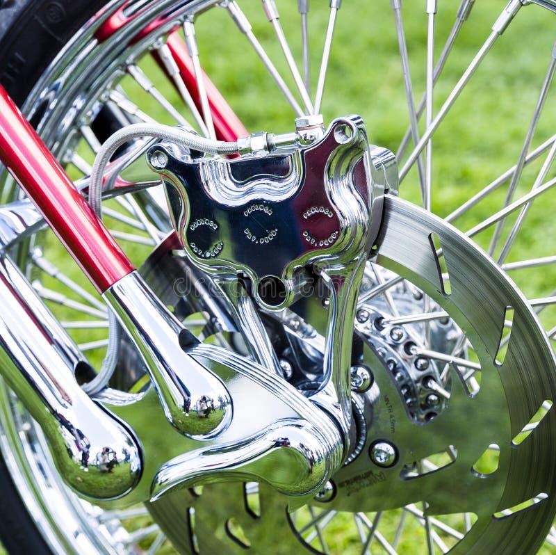Zakończenie w górę nowożytnej motocyklu koła przerwy szczegółu struktury fotografia stock