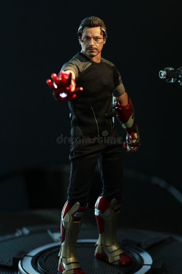 Zakończenie w górę strzału Tony Surowy w IRONMAN3 superheros postaci w akcji fotografia stock