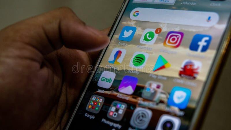 Zakończenie w górę widoku FaceApp zastosowanie na Android smartphone obrazy stock