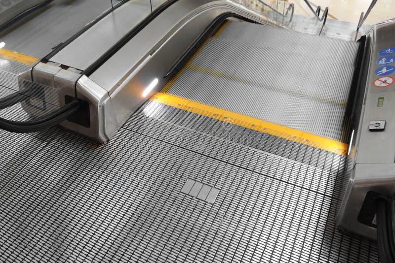 Zakończenie wejście Poruszający puszka eskalator zdjęcie royalty free