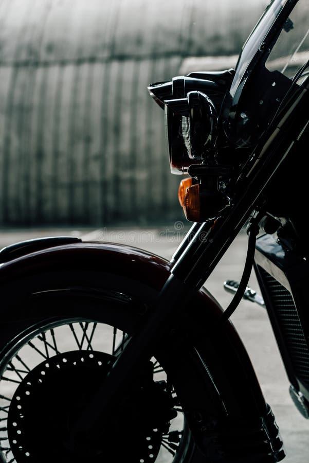 Zakończenie widok parkujący klasyczny motocykl obraz royalty free