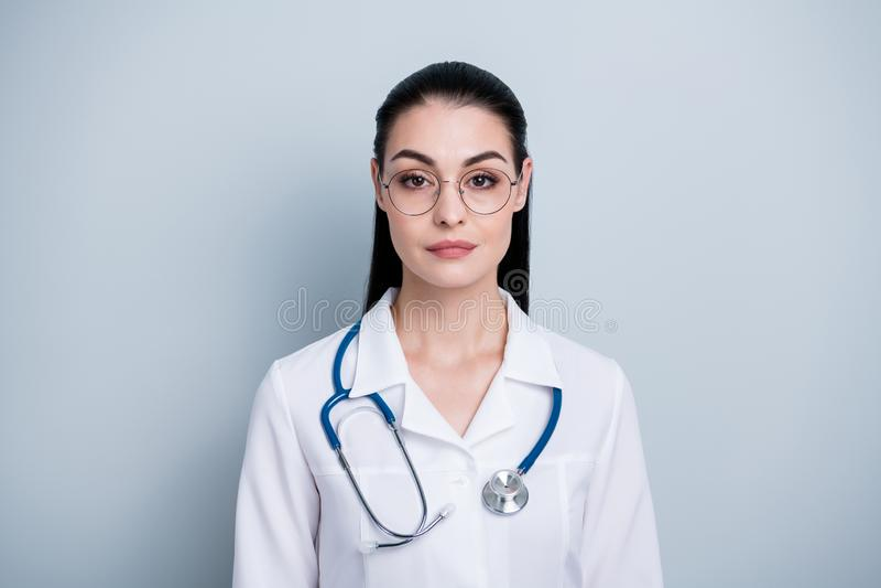 Zakończenie zadziwia w górę fotografii pięknej jej dam potomstw lekarki dnia roboczego pierwszy szpital gotowy zaczyna początek s obraz royalty free