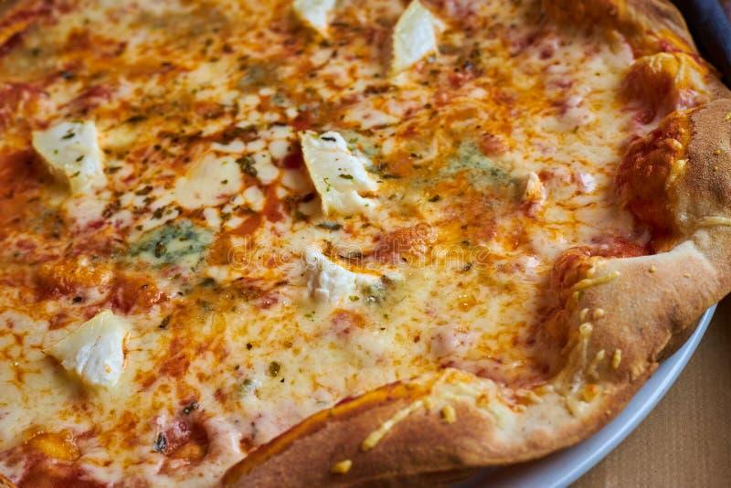 Zako?czenie w g?r? pizza szczeg??u w restauracji fotografia royalty free