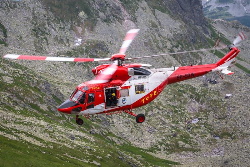 Zakopane Polen-Juli 4,2015: Helikopterbergräddningstjänst I royaltyfri bild