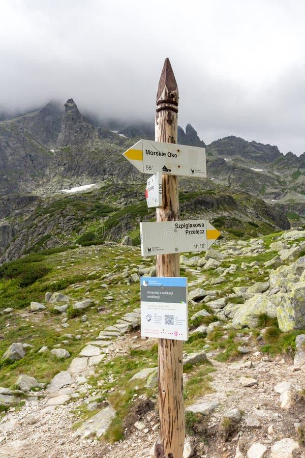 ZAKOPANE POLEN 21 JULI 2013: Sinpost, Poolse Tatra-Bergenwegen aan het Meer van Morskie Oko en Szpiglasowa-Pas, Polen royalty-vrije stock foto's