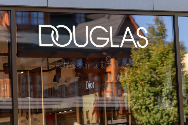 ZAKOPANE, POLOGNE - 5 OCTOBRE 2018 Un magasin de parfumerie de Douglas à la rue de Krupowki dans Zakopane photo libre de droits