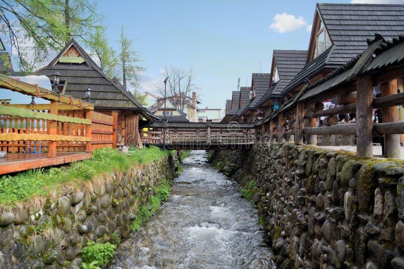 Zakopane, Polonia puede 2017 La calle del krupwki en un día nublado fotografía de archivo libre de regalías