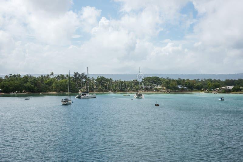 Zakotwiczający w Tropikalnym Port Vila zdjęcia stock