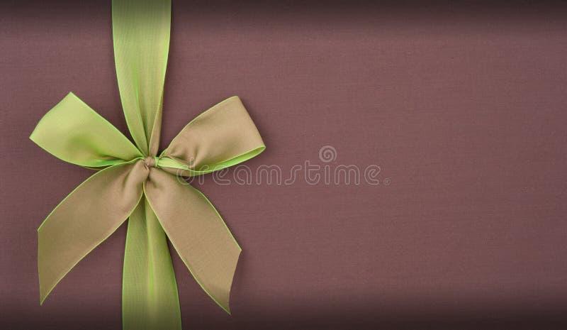 Download Zakrywa Prezenta Pudełko Z Zielonym łękiem Obraz Stock - Obraz złożonej z ewentualność, łęk: 28971867