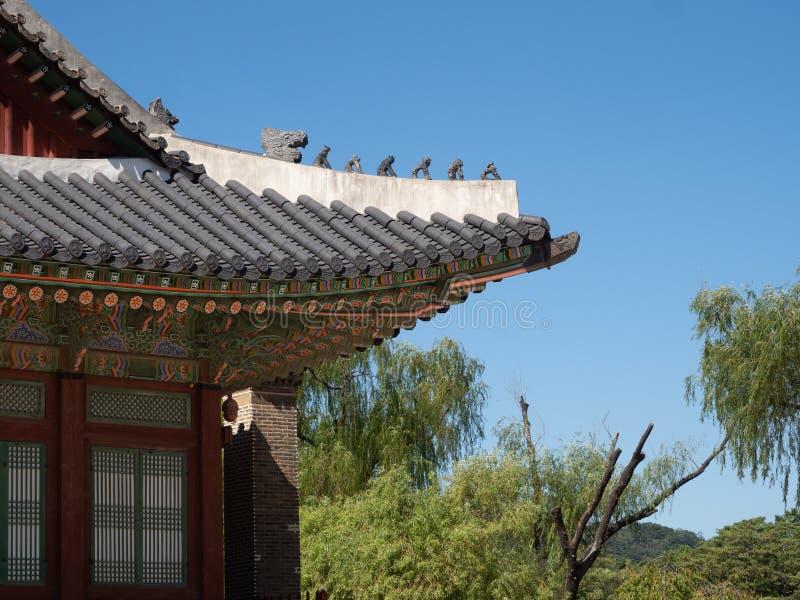 Zakrywający płytka Dachowi i Malujący okapy Gyeongbokgung pałac budynek zdjęcia royalty free