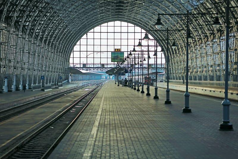 Zakrywająca stacja kolejowa fotografia royalty free