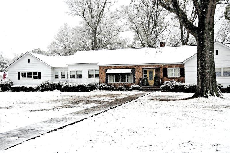 zakrywający gospodarstwa rolnego domu śnieg obrazy royalty free