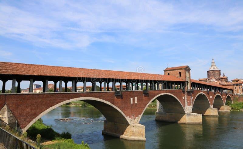 Zakrywający most nad TICINO rzeką w Pavia obraz royalty free