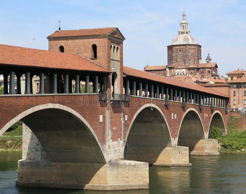 Zakrywający most nad TICINO rzeką w Pavia mieście w Włochy obrazy royalty free