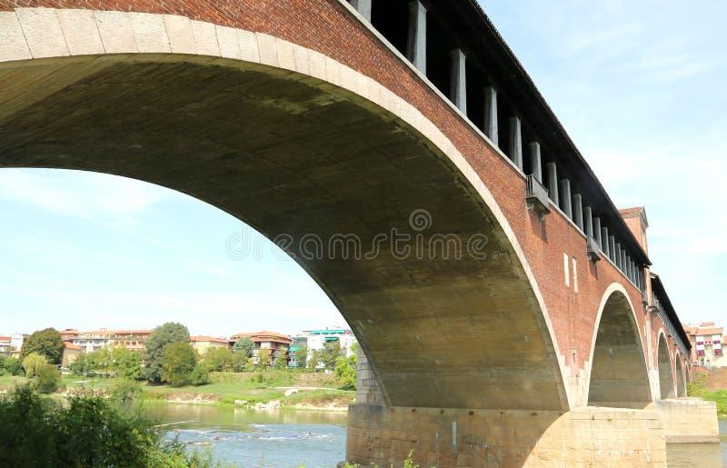 zakrywający most w Pavia mieście w Włochy fotografia royalty free