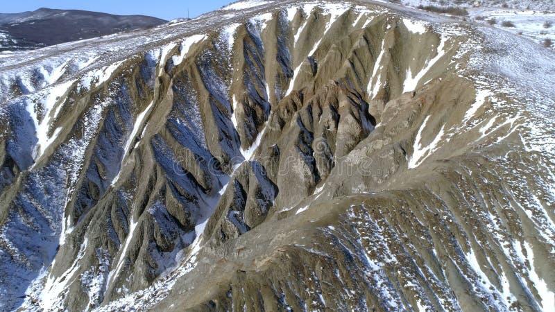 zakrywający wysokich gór śniegu wierzchołek strzał Odgórny widok śnieżny wzgórze Piękny krajobraz obrazy royalty free