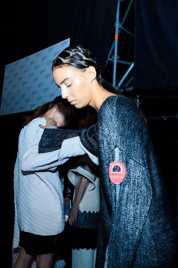 Zakulisowy KSENIASERAYA wybieg przy lata Mercedes-Benz mody 2017 tygodniem Rosja obraz stock