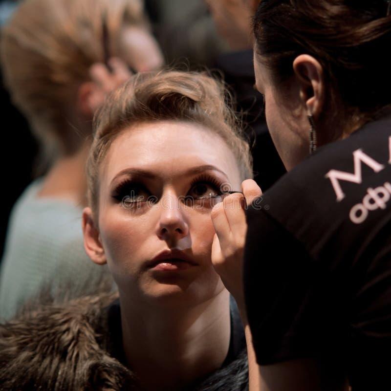 zakulisowy Makeup przed wybiegiem zdjęcia stock
