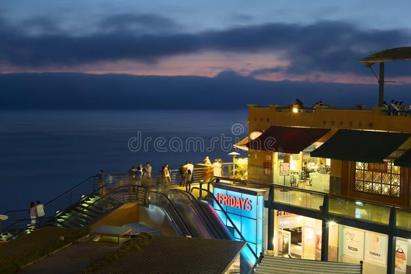 Zakupy centrum handlowe Larco Mar w Lima, Peru obrazy royalty free