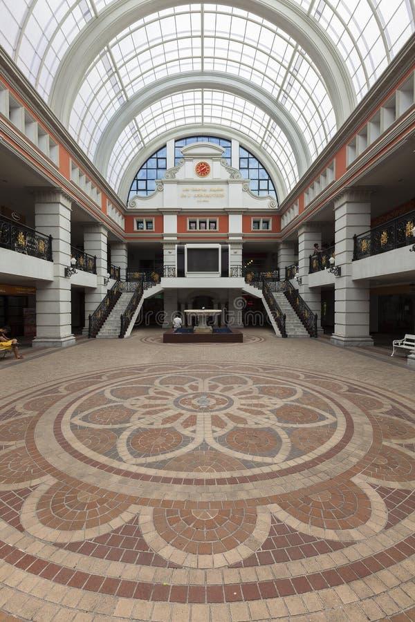 Zakupy centrum handlowe przy wniebowzięcie uniwersytetem zdjęcia stock