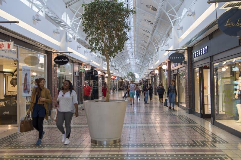 Zakupy centrum handlowe, Wiktoria i Alfred nabrzeże, Kapsztad, Południowa Afryka zdjęcia stock