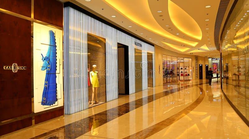 Zakupy centrum handlowego wnętrze obrazy royalty free