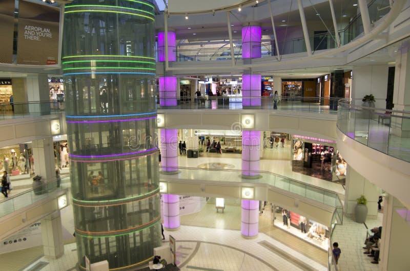Zakupy centrum handlowego wnętrze obraz stock