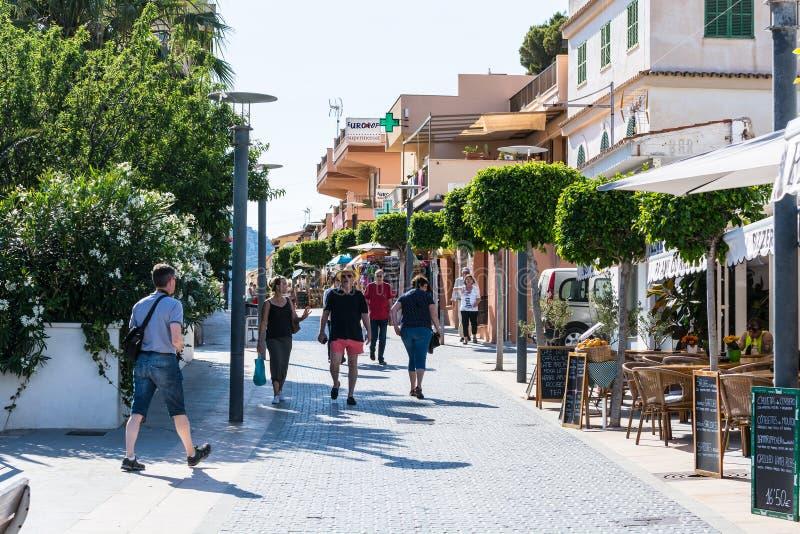 Zakupy ulica w miasteczku San Telmo, Mallorca, Hiszpania fotografia stock
