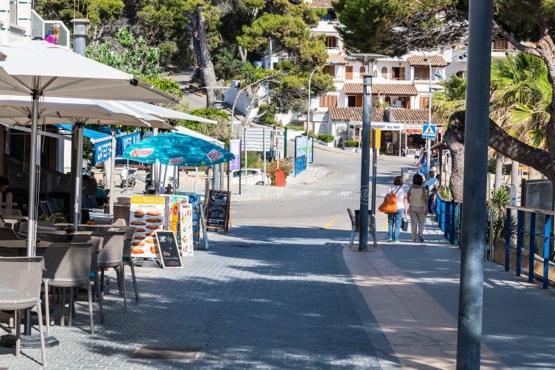 Zakupy ulica w miasteczku San Telmo, Mallorca, Hiszpania zdjęcia royalty free
