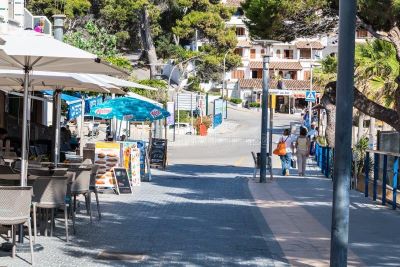 Zakupy ulica w miasteczku San Telmo, Mallorca, Hiszpania obrazy royalty free