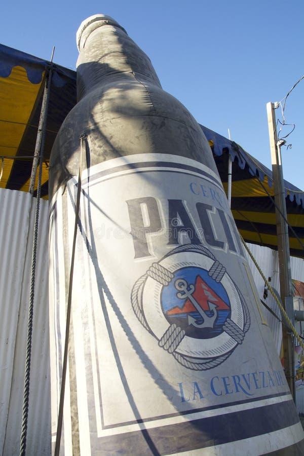 Zakurzony Pacifico Sharped Piwny balon przy jarmarkiem w Meksyk zdjęcia stock
