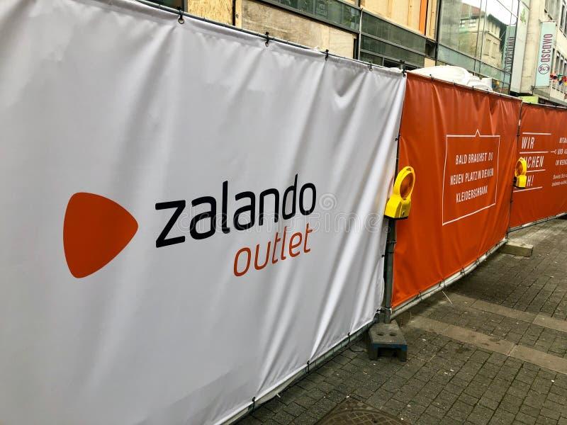 Zalando die voor een toekomstige afzet in Stuttgart adverteren stock foto